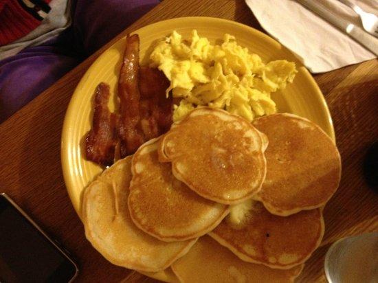 Renaissance Cafe: Khristina Pancake breakfast