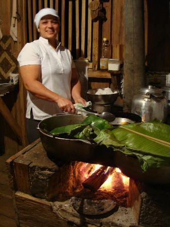 La Anita Rainforest Ranch : Aracely, our host for our home visit dinner in the village