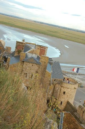 Auberge Saint-Pierre: Another view of low tide, it was high tide about 2 hours later