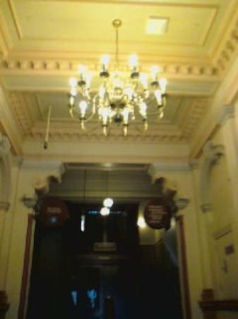 Treasury Hotel & Casino: Entry to hotel