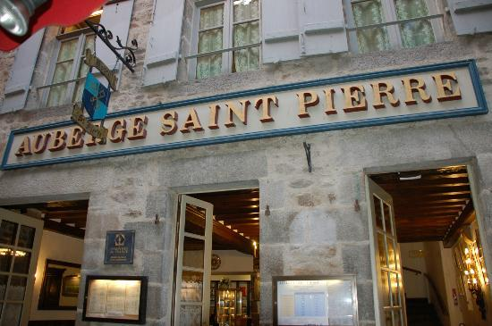 Auberge Saint-Pierre: Front of hotel.