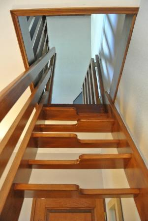 Auberge Saint-Pierre: Stairs/ladder to kids room