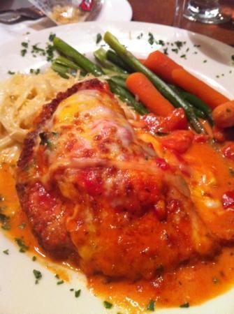 Salvatore's Cafe: chicken Parmesan
