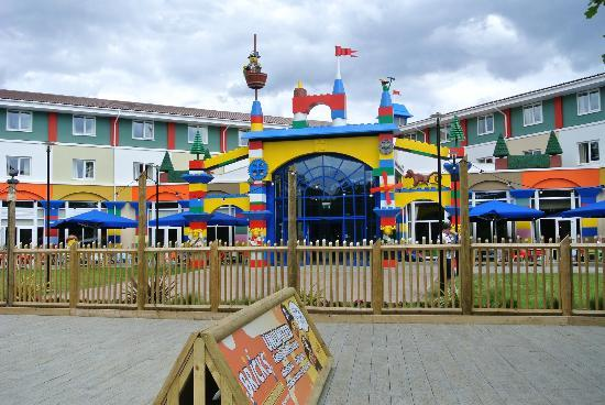 Legoland Windsor Resort Hotel: Hotel view from inside park.