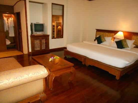 Sunrise Tropical Resort: Room