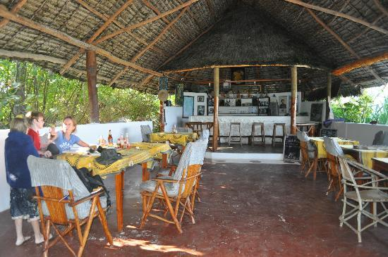 Upepo Boutique Beach Side Reastaurant: Great hang out with great food