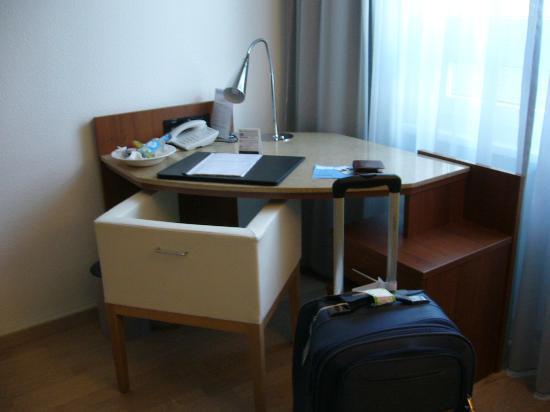 NH Hamburg Altona: room
