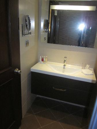 LaresPark Hotel: Bathroom #719