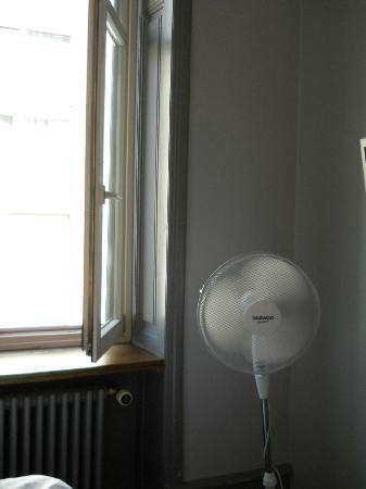 easyHotel Basel: The much desired fan to ease the suffering