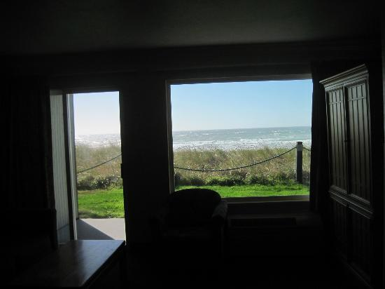 BEST WESTERN PLUS Lincoln Sands Oceanfront Suites: view from Living Room area-breathtaking!