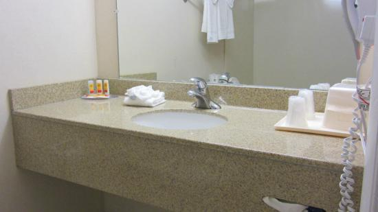 GulfView Hotel - On The Beach: Bathroom