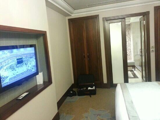 Raffles Makkah Palace: bed room