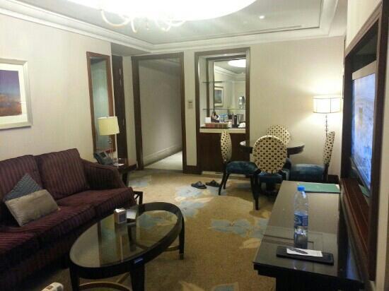 Raffles Makkah Palace: living room
