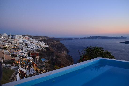 Kastro Suites Santorini: View of Fira town from our room