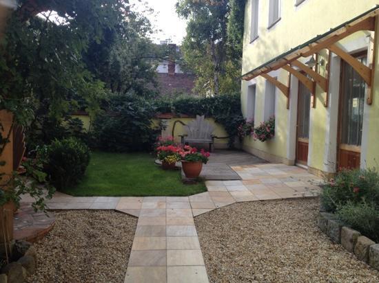 Hostel Ruthensteiner: the garden inside second building 