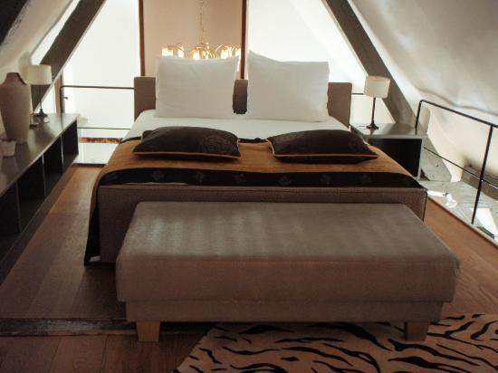 Hotel-Restaurant De Beukenhof: Twin matresses made into a queen bed