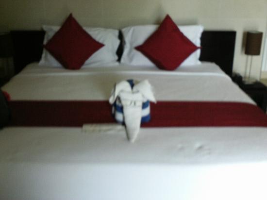 The Havannah, Vanuatu: Bed with daily towel animal