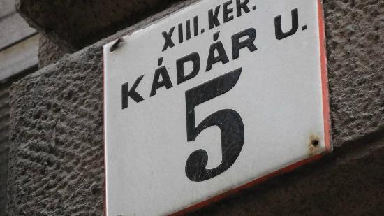 Kadar Apartments: この番地にたどり着いたら電話してください