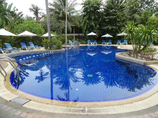 Paradise Beach Resort: Pool in the garden