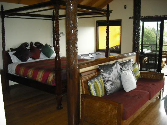 Maleny Tropical Retreat: comfortable king size bed