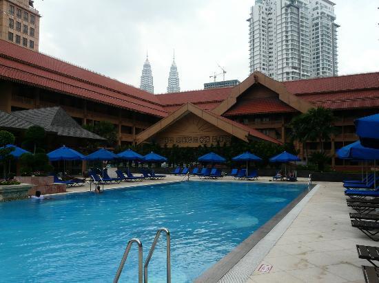 โรงแรมเดอะรอยัล ชูลัน กัวลาลัมเปอร์: Pool Area