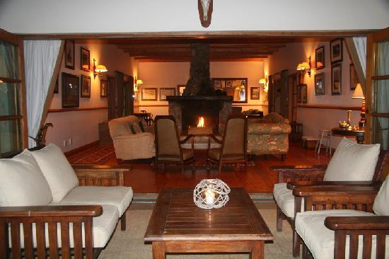 Dune Ridge Country House: Main Lounge area at night