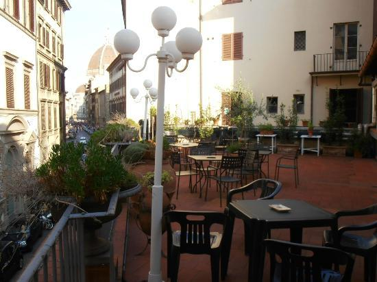 Hotel Balcony : grande terrasse-jardin au 2ème étage