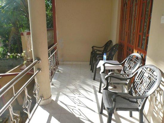 Hill House Hostel: the balcony area