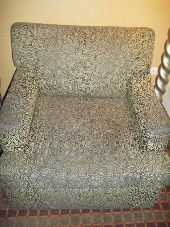 Econo Lodge: NASTY DIRTY CHAIR I HAD TO COVER TO SIT ON
