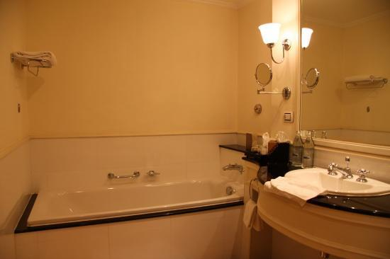 Sofitel Krabi Phokeethra Golf & Spa Resort: bathroom