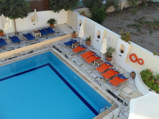Ξενοδοχείο Σαντελλίνη: View from our room of part of the pool area