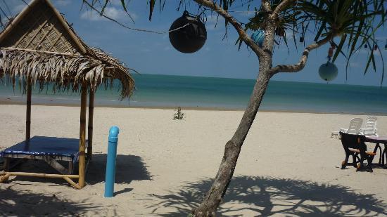 CC Beach Bar and restaurant: resto sur la plage