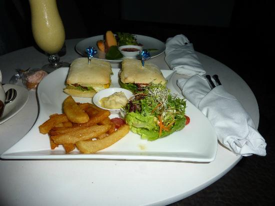 Kupu Kupu Jimbaran & Bamboo Spa by L'Occitane: Abendessen aufs Zimmer bestellt