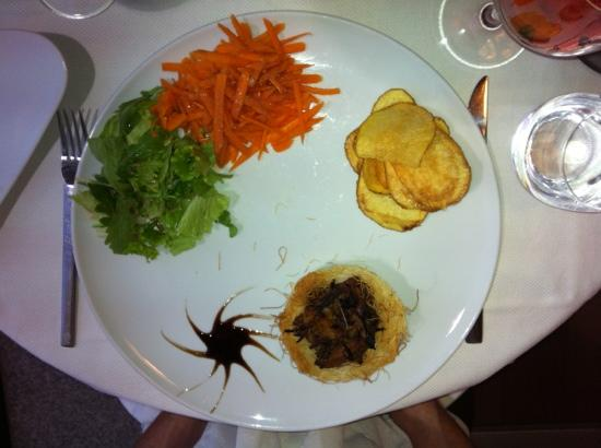 Trinc'arte: Duck nest, salad and chips