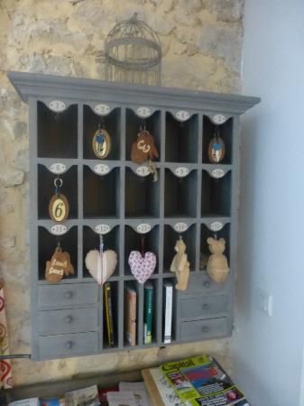 Hotel du Clos : cute pigeon holes for room keys