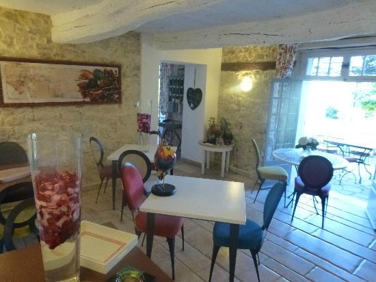 Hotel du Clos : in door break fast areas