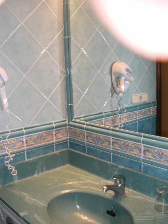 بارادايس كورت أبارتهوتل: badeværelse 