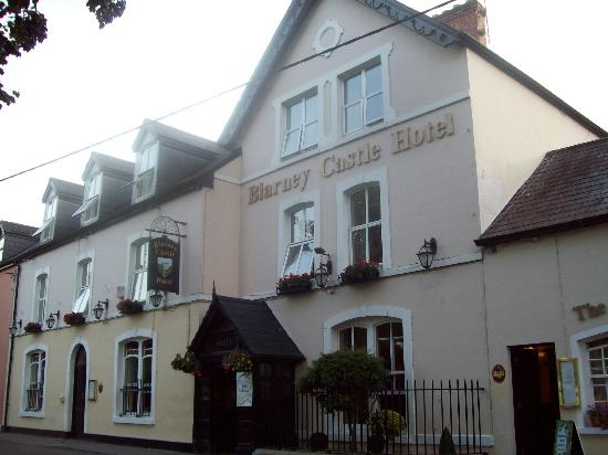 Blarney Castle Hotel: Outside the hotel