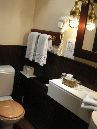 De Barge Hotel: bathroom