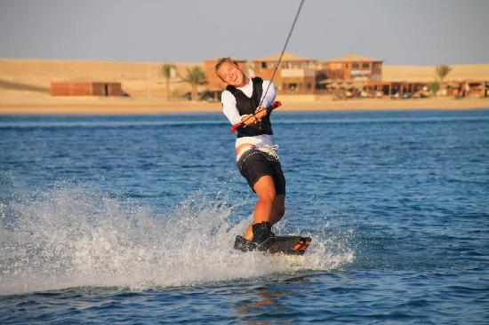 The Breakers Diving & Surfing Lodge: Wakeboarding