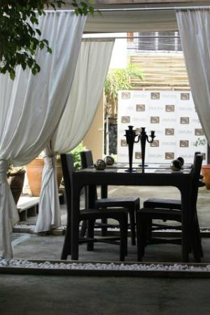 Island's Leisure Boutique Hotel and Spa - Dumaguete: Outdoor eating area