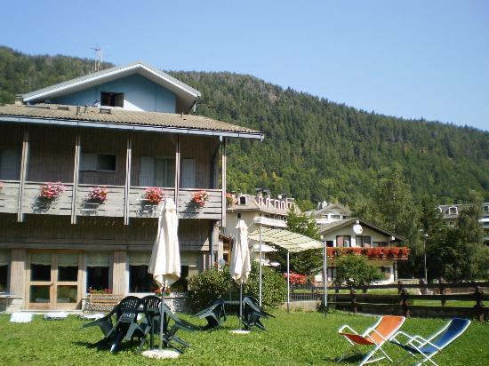 Hotel Saint Martin: L'albergo visto dal giardino sul retro