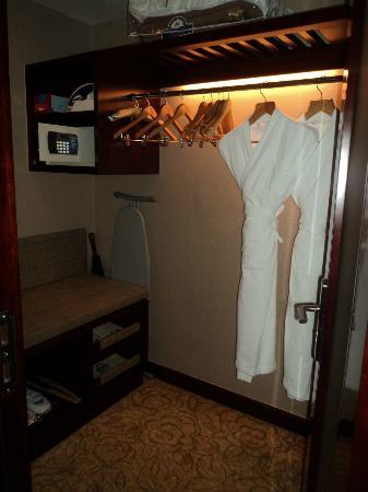 Days Hotel & Suites Xinxing Xi'an: Vestidor
