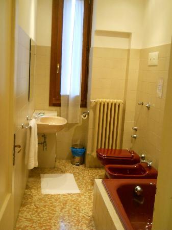 Locanda Sant'Anna : de badkamer