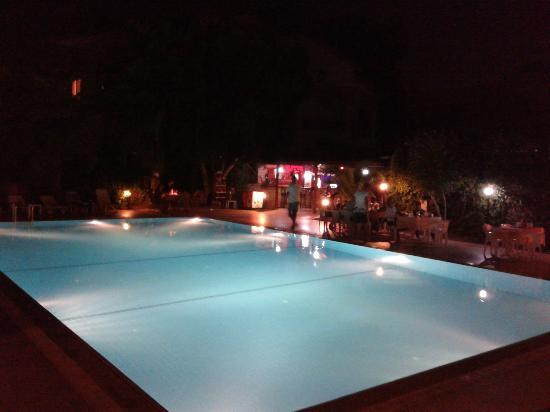 Melis Otel: Stor och fin pool