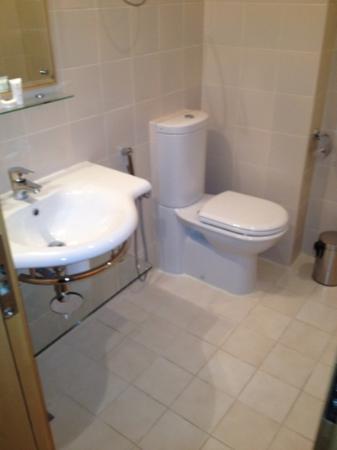 Safir Airport Hotel: bathroom - room 530