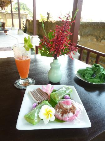 Mandala Desa: Welcome Drink und Balinesische Süssigkeiten 