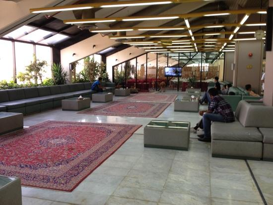 Safir Airport Hotel: smoking area in lobby