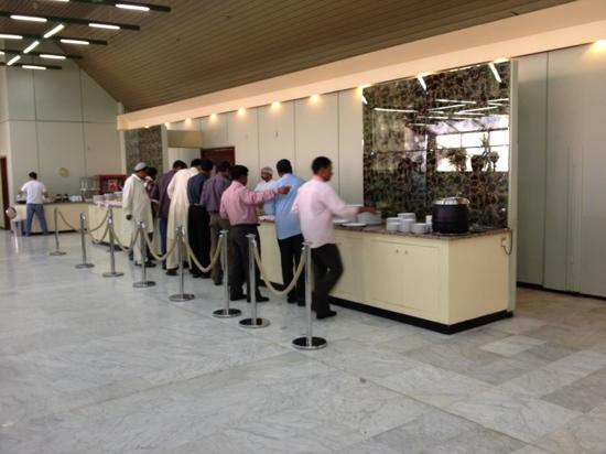 Safir Airport Hotel: buffet line in dining area