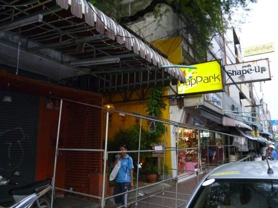 NapPark Hostel @ Khao San: Hostel entrance